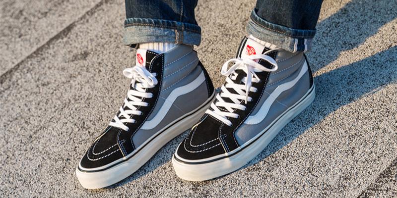 Membeli Sneaker