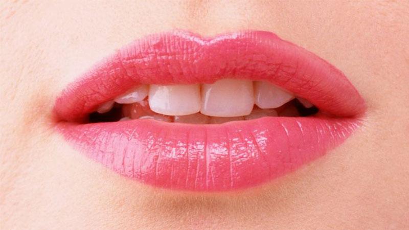 cara-memerahkan-bibir-secara-alami